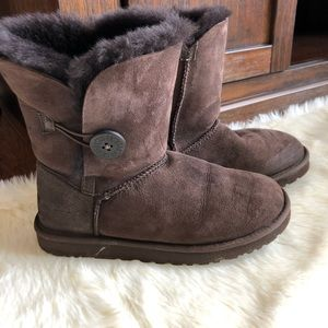UGG Bailey Button ll Boot Chocolate Size 7